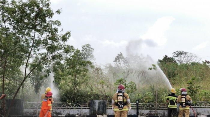 Personil Damkar Belitung Sigap, Simulasikan Kebakaran dan Kondisi Darurat