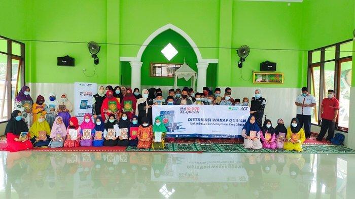 ACT Belitung Perdana Bagikan Al Qur'an