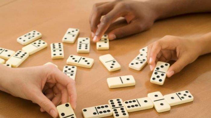 Judi Domino Online, Tiga Pria Diringkus Polisi saat Transaksi Jual Beli  Chip di Kios Ponsel - Posbelitung.co