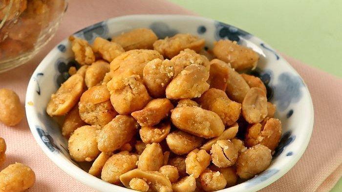 Yakin Deh, Menyantap Kacang Balut Keju Pedas Ini Enggak Cukup Sedikit