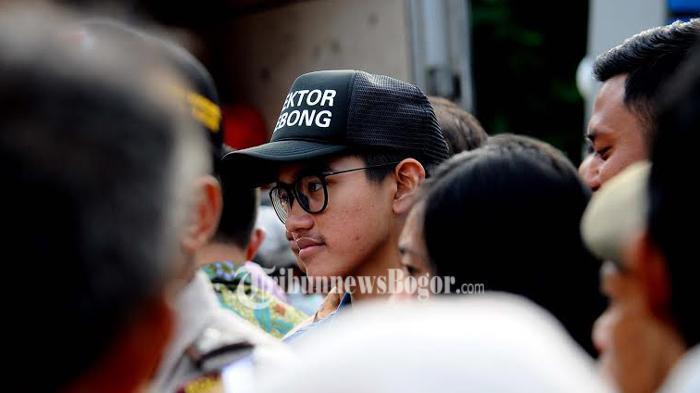 Tulisan di Topi Putra Bungsu Presiden Jokowi Ini Bikin Warga Tergelitik