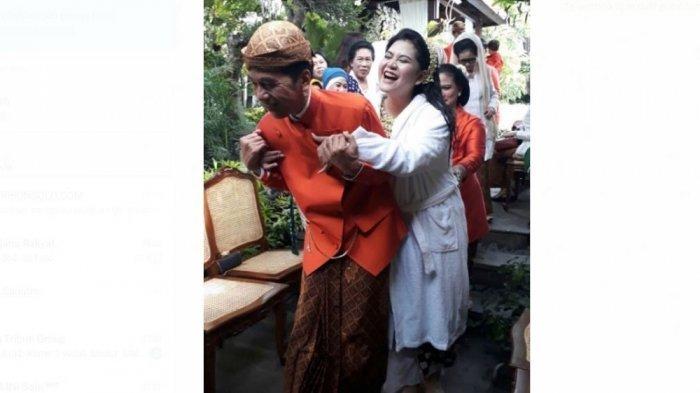 Kenakan Pakaian Adat Jawa, Jokowi Gendong Kahiyang Ayu, Begini Ekspresi Keduanya