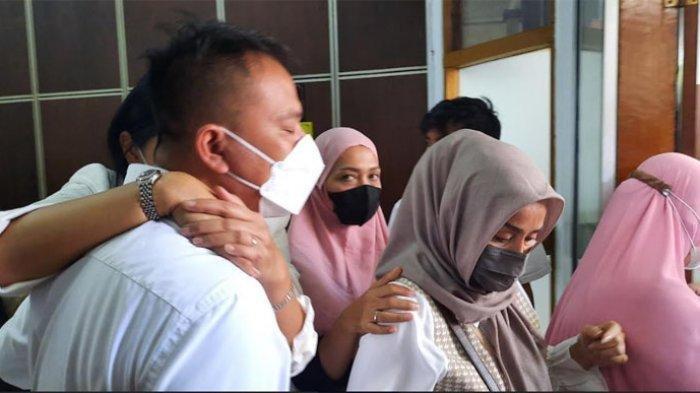 Kalina Menangis Peluk Vicky Prasetyo, Sang Gladiator Dihukum 4 Bulan Penjara, Ini Kata Kuasa Hukum