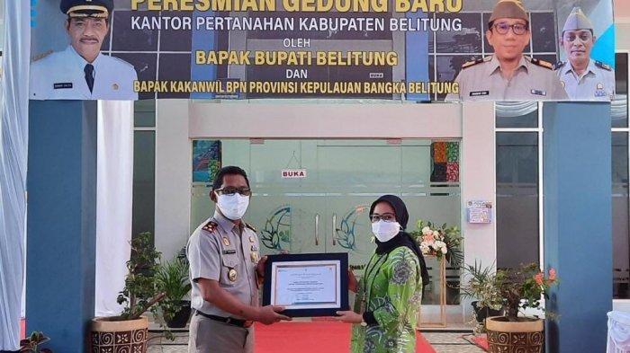 Kantah Belitung Serahkan Tiga Sertifikat ke PLN, Tonggak Baru Peningkatan Pelayanan ke Masyarakat