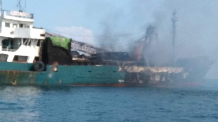 Kapal Milik Warga Toboali Menolong Para ABK yang Mengapung Selama 1 Jam di Laut