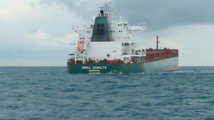 Sudah Seminggu Kapal MV Dora Schulte Kandas di Perairan Laut Bangka Belitung