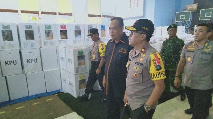 Kapolda Babel Tinjau Proses Rekapitulasi Tingkat Kecamatan di Kabupaten Belitung