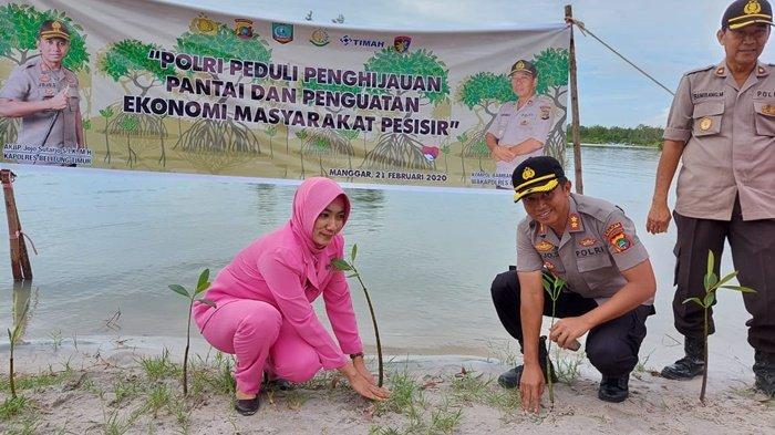 Cegah Abrasi, Kapolres Belitung Timur Ajak Pelajar Jaga Lingkungan