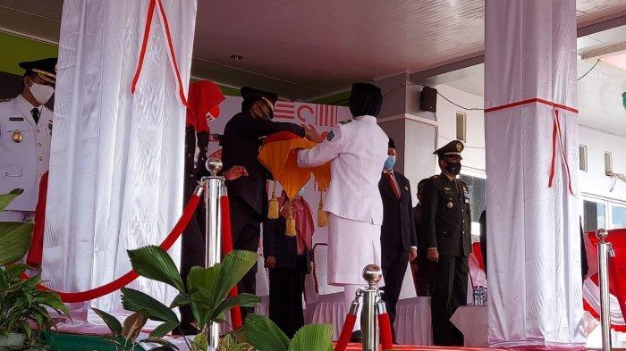 Penurunan Bendera Tutup Rangkaian Peringatan HUT ke-75 RI di Belitung Timur