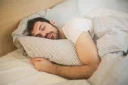 Kurang Tidur Malam Hari Selama Puasa, Coba Pakai Cara Ini Menyiasatinya!