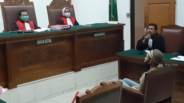 Reaksi Nikita Mirzani Saat Ditegur Hakim karena Tak Gunakan Masker, Dituntut 6 Bulan Penjara