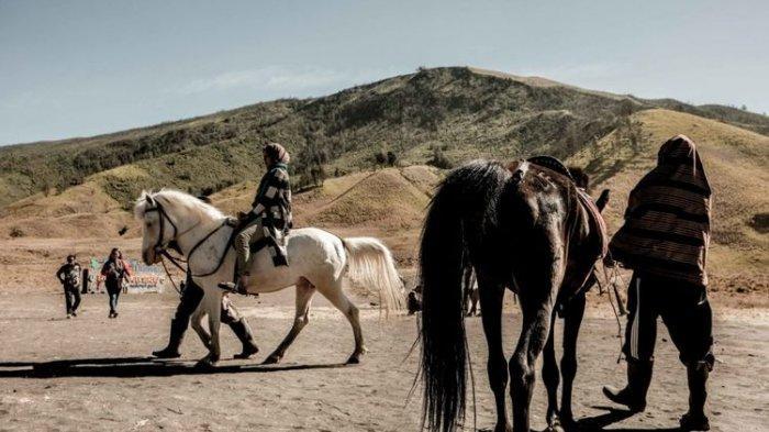Wisata Gunung Bromo Tetap Buka Menyusul Erupsi Gunung Semeru