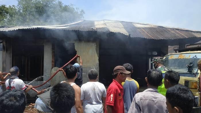 BPBD Belitung Timur Dua Jam Padamkan Api, Dugaan Konsleting Listrik, Kerugian Lebih 100 Juta - kebakaran-c.jpg