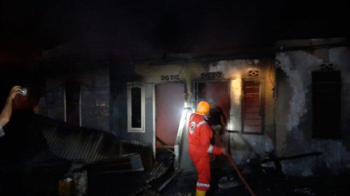 BREAKING NEWS: Rumah Kontrakan Enam Pintu di Gantung Belitung Timur Hangus Terbakar