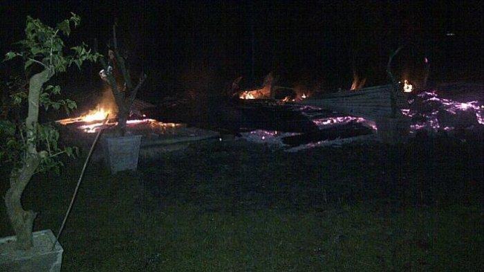 Rumah Kebun Milik Erwin Ludes Dilalap Api