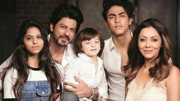 Cara Shahrukh Khan Agar Sang Istri Tak Cemburu Meski Sudah Bintangi Puluhan Film Romantis