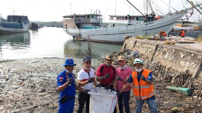 KSOP Kelas IV Tanjungpandan Ikut Ambil Bagian Gerakan Bersih Laut dan Pantai
