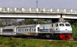 PT KAI Hentikan Kereta Stasiun Jatinegara