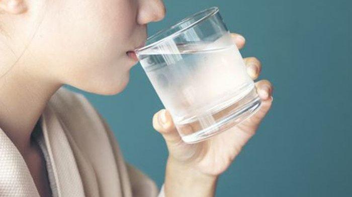 Benarkah Sering Minum Air Dingin Bisa Sebabkan Penyakit Jantung? Ahli Ungkap Faktanya