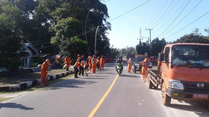 Petugas Kebersihan Bersama Sejumlah Pemdes di Belitung Siapkan New Normal