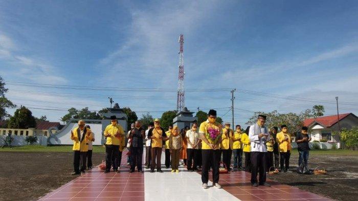 Partai Golkar Ziarah ke Makam Pahlawan - ketua-dpd-tingkat-ii-partai-golkar-kabupaten-belitung-yoga-nursiwan-1.jpg