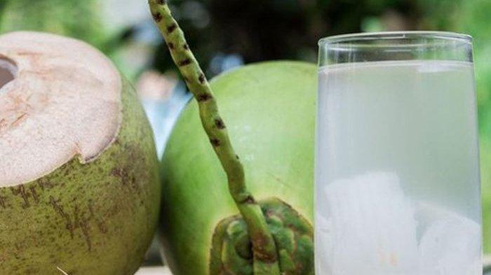 Mulai Sekarang Biasakan Minum Air Kelapa Sebelum Tidur, Efeknya Tak Main-main bagi Tubuh!