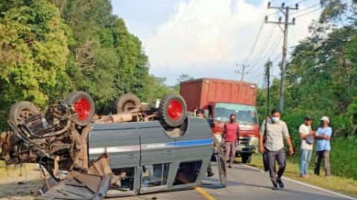 Dua Penumpang Luka Ringan dalam Kecelakaan Mobil di Genting Apit Belitung Timur