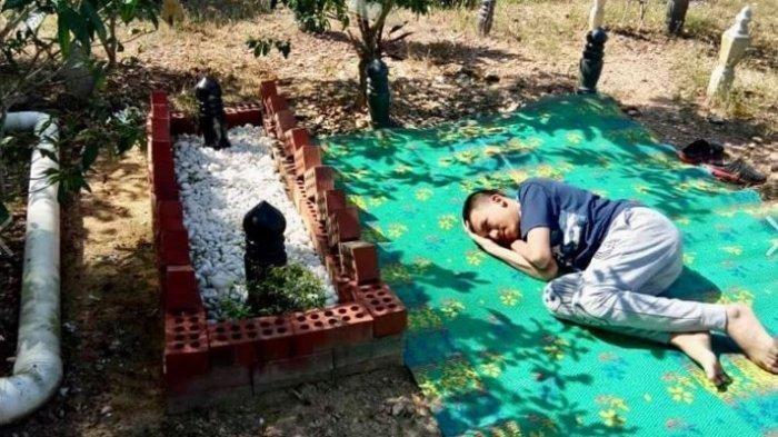 Kisah Bocah Autis yang Setiap Jumat Tak Pernah Absen Kunjungi Makam sang Ayah, Ungkap Rindunya