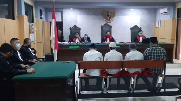 9 Terdakwa Kericuhan Penertiban TI Ilegal Sijuk Divonis Tiga Bulan Penjara