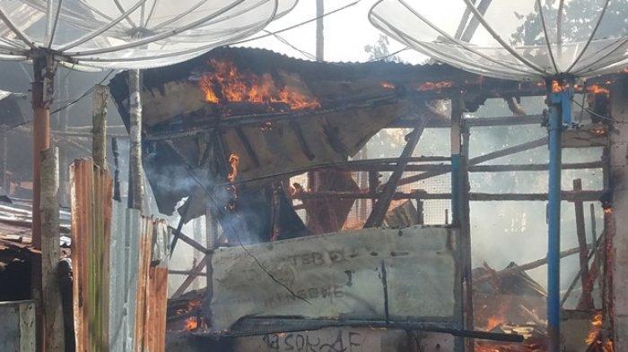 BREAKING NEWS Saat Api Muncul Pedagang Bakso Ini Sedang Mandi, Keluar Rumah Hanya Gunakan Handuk