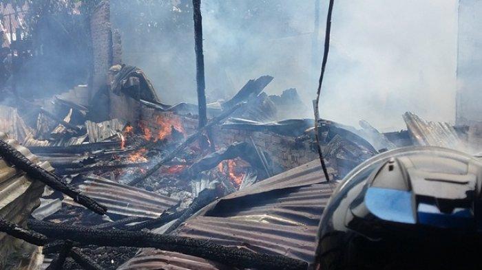BREAKING NEWS Satu Unit Sepeda Motor Ikut Hangus Terbakar Api, Kebakaran di Pusat Kota Tanjungpandan