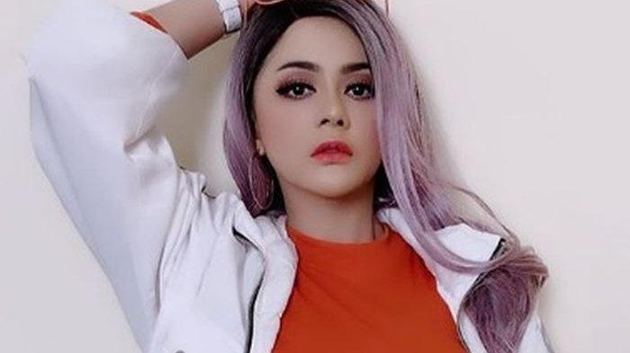Penontonnya Beringas Berebut Saweran Dolar, Wig Jenita Janet Malah Kena Comot hingga Lepas