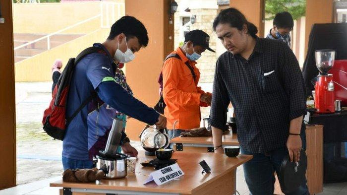 Peringati Setaun BLK Belitung, Puluhan Alumni Mampu Berdikari - kompetisi-barista-sejumlah-alumni-blk-dan-barista-di-belitung-meramaikan-kompetisi-barista.jpg