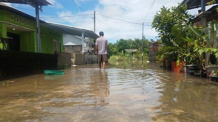 Banjir di Kompleks Billiton Regency Terjadi Karena Sungai Meluap Setelah Bandar Besar Roboh