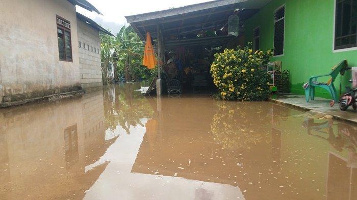 Detik-detik Banjir Masuk ke Rumah Ketua RT 16 Air Raya: 'Pas Bangun, Badan Saya Sudah Terendam Air'
