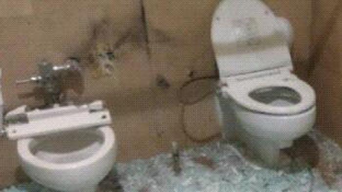 Toilet Mampet, Ternyata Ada Potongan Lembaran Uang Bernilai Ratusan Juta
