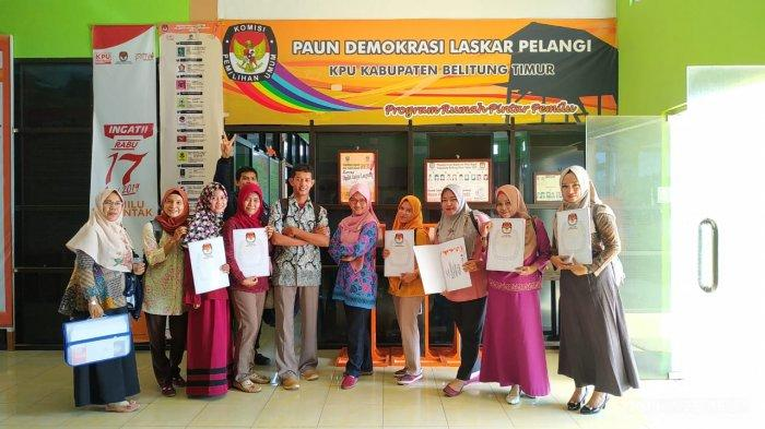 53 Sertifikat Dibagikan Kepada Relawan Demokrasi oleh KPU Beltim