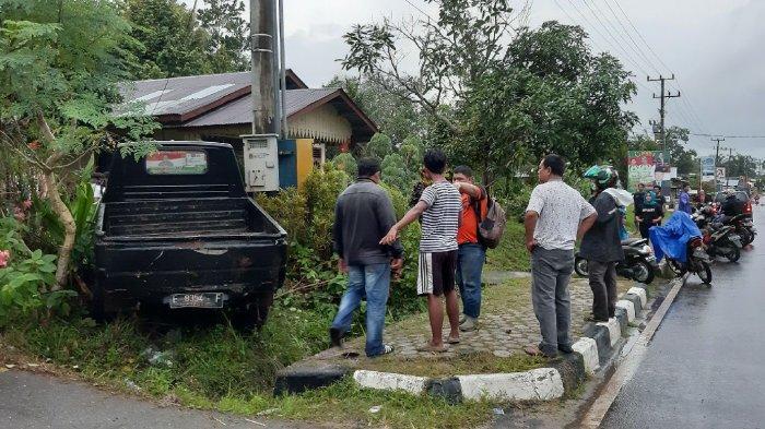 Pengendara Motor Tewas Usai Terserempet Hingga Masuk ke Kolong Mobil di Desa Perawas