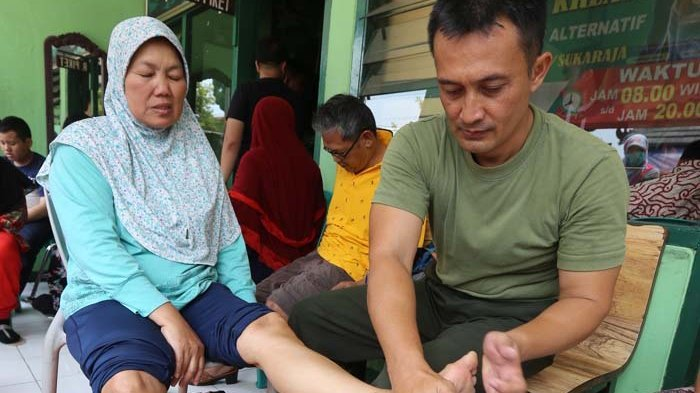 Viral, Komandan Koramil Obati Pasien Strok dan Saraf Kejepit Secara Gratis