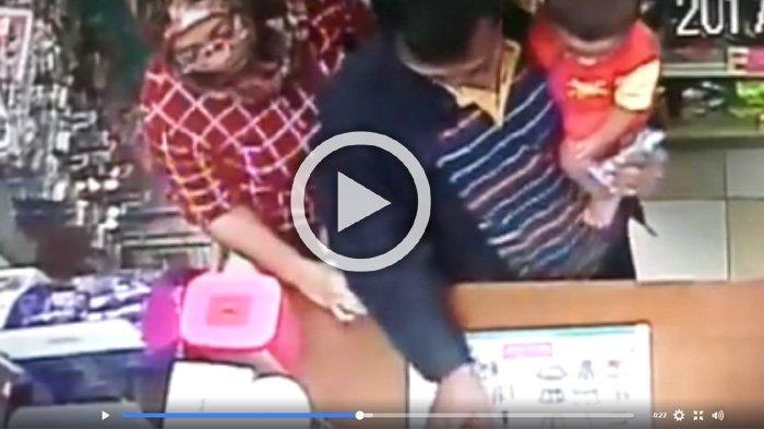 Wanita Berkerudung Ini Lakukan Perbuatan Dosa di Minimarket