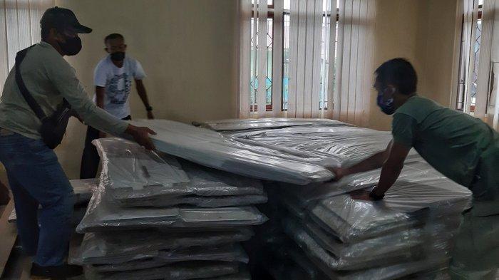 Kotak suara tiba di Gudang Logistik KPU Belitung Timur, Rabu (4/11/2020)