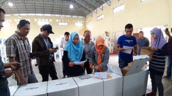 KPU Belitung Timur Buka Kotak Rekapitulasi