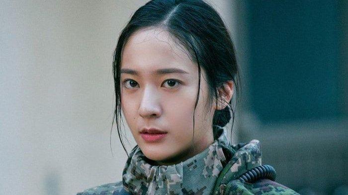 Krystal Dipuji Tim Produksi Drama Search, Berhasil Hidupkan Sosok Elite Militer Tangguh Son Ye Rim