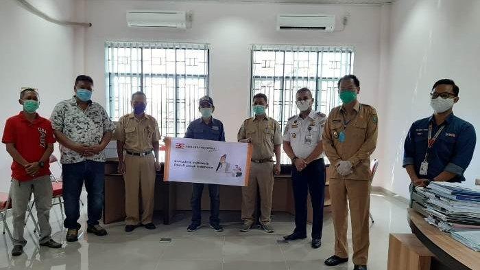 Kolaborasi KSOP Tanjungpandan dan Perusahaan Evakuasi Kapal Kandas Salurkan Bantuan APD