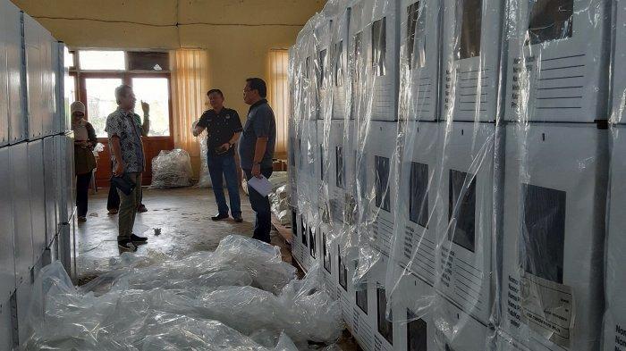 KPU Belitung Timur Selesaikan Perakitan Kotak Suara, Satu Kotak Rusak