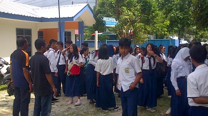 Ratusan Siswa SMP Negeri 1 Damar Sambangi Kantor Pos Belitung