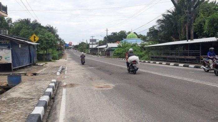 Kondisi Jalan Raya Air Merbau tempat terjadinya lakalantas yang menewaskan dua pengendara, Minggu (1/11/2020)