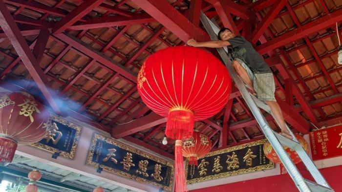 Jelang Imlek, Warga Tionghoa Mulai Bersihkan Vihara dan Kelenteng