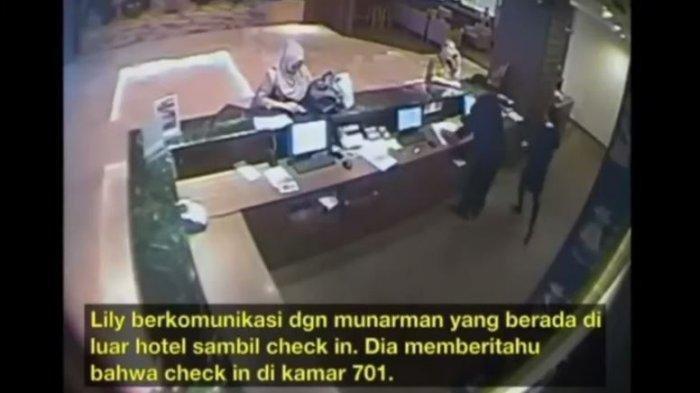 Sosok Wanita Lily Sofia, Digandeng Pria Diduga Munarman Chek In di Hotel, Masuk Lift Pegangan Tangan