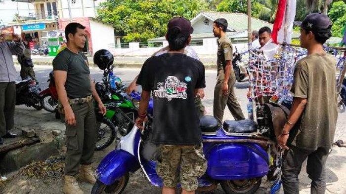Kepergok Minta Duit di SPBU, Lima Scootiest dan  Perantau Kehabisan Ongkos Diamankan Satpol PP